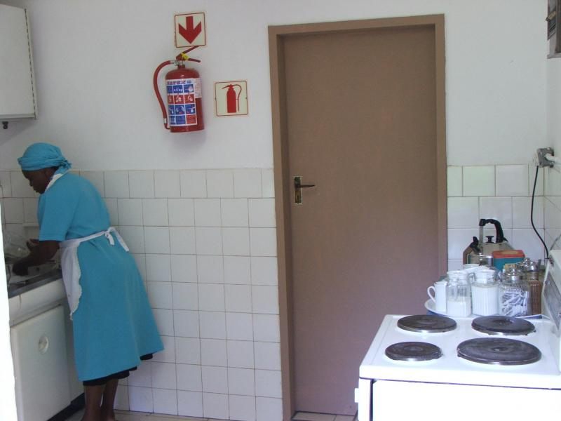 RETREAT KITCHEN.JPG